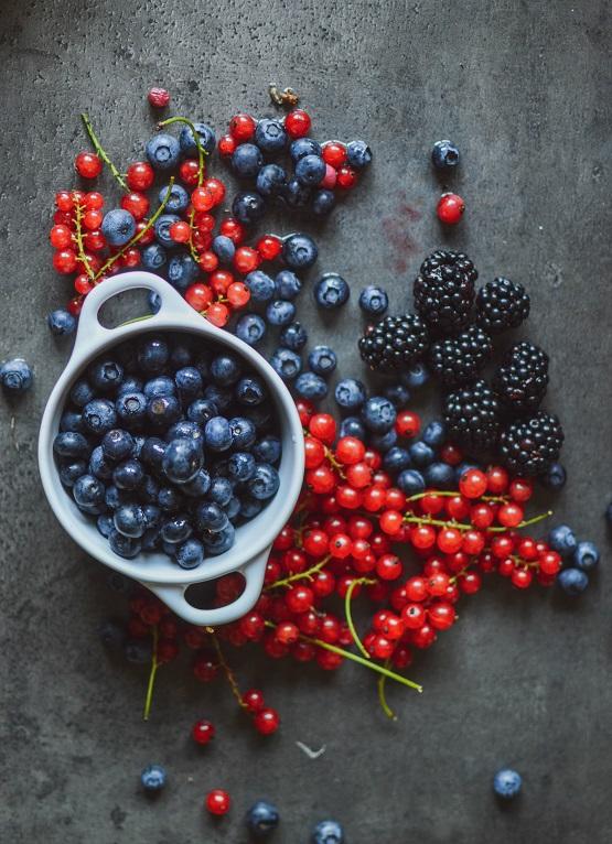 Arándanos y frutos del bosque - Unsplash Maja Vuji