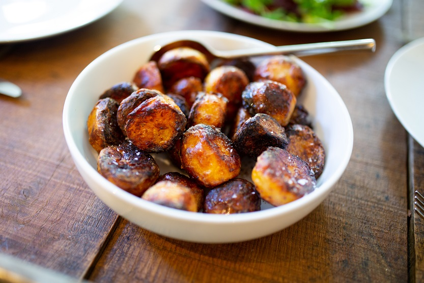 En este momento estás viendo Patatas al horno, un sabroso acompañamiento.
